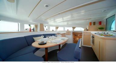 Noleggio charter catamarano francia costa azzurra con for Catamarani di lusso