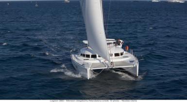 Noleggio charter catamarano con catamarano lagoon 380 for Catamarani di lusso
