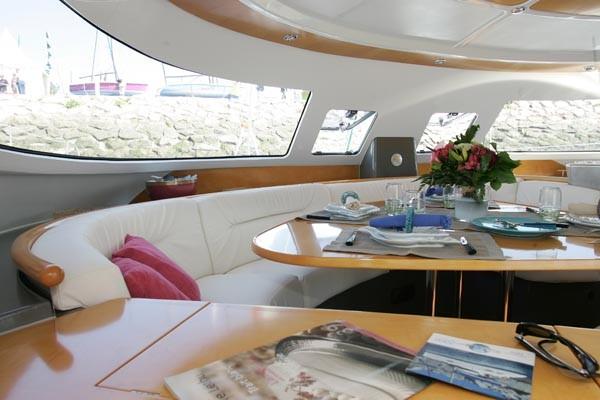 Noleggio charter catamarano con catamarano bahia 46 for Catamarani di lusso