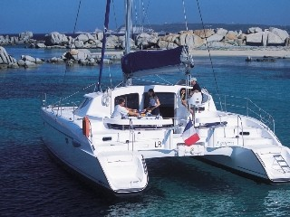 Noleggio charter catamarano italia toscana liguria for Catamarani di lusso