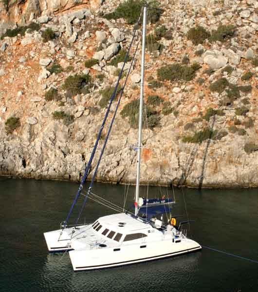 Noleggio charter catamarano con catamarano broadblue 385 for Catamarani di lusso