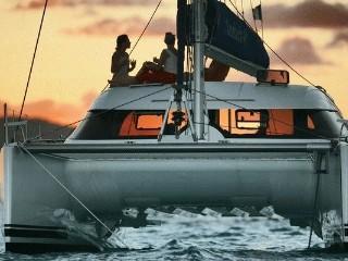 Noleggio charter catamarano spagna costa brava con for Catamarani di lusso