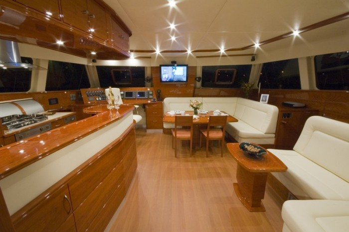 Noleggio charter catamarano spagna baleari con for Catamarani di lusso