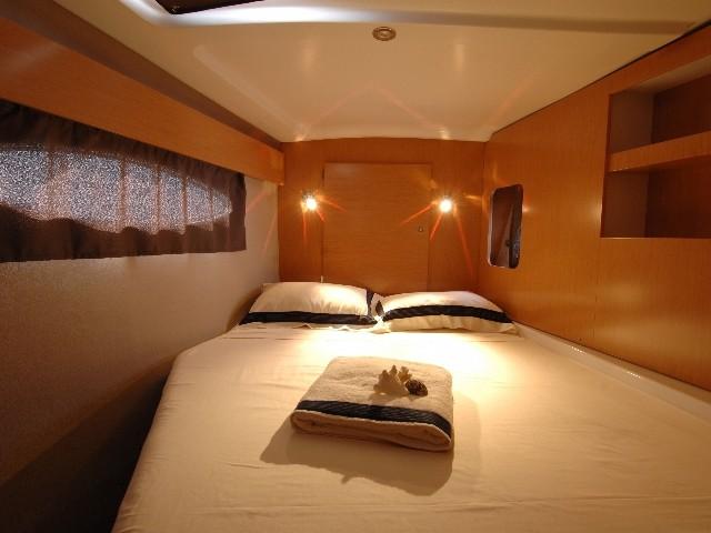 Noleggio charter catamarano con catamarano orana 44 for Catamarani di lusso