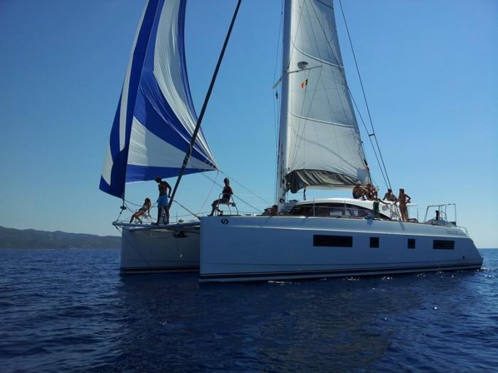 Noleggio charter catamarano francia corsica con for Catamarani di lusso